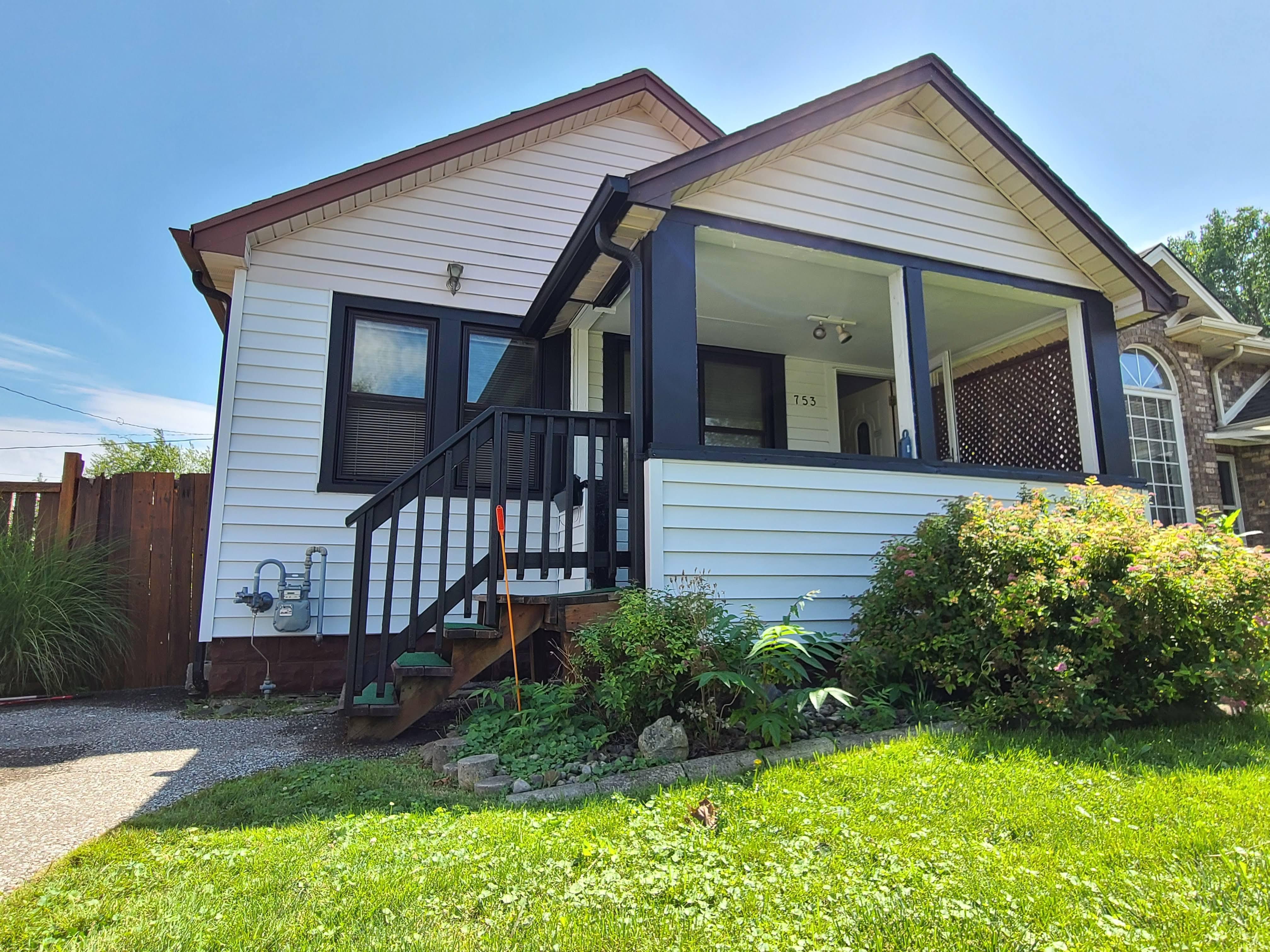 753 Eugenie, Windsor, Ontario  N8X 2Y6 - Photo 2 - RP2331324229