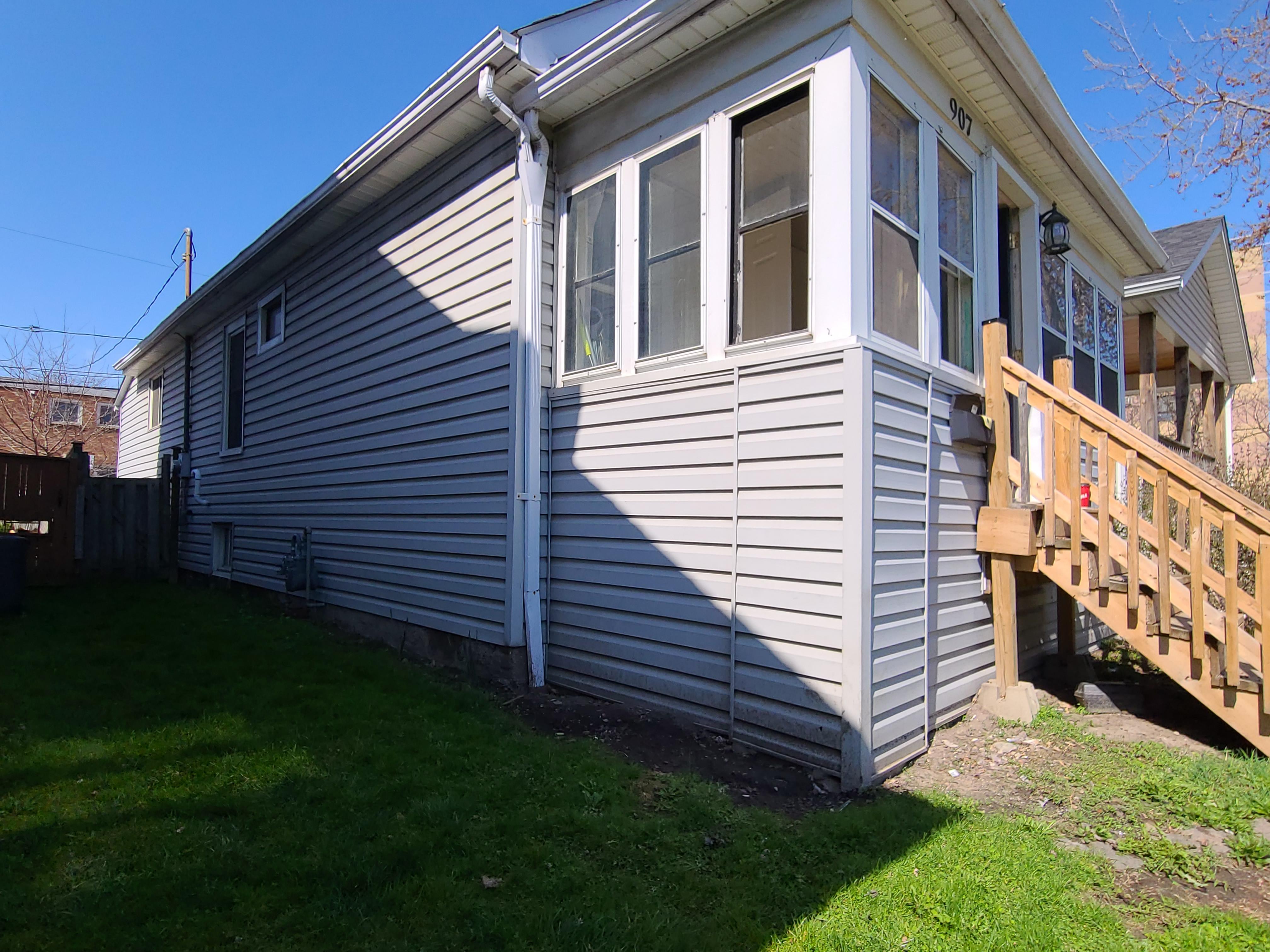 907 Bridge Ave, Windsor, Ontario    - Photo 2 - RP8818198460
