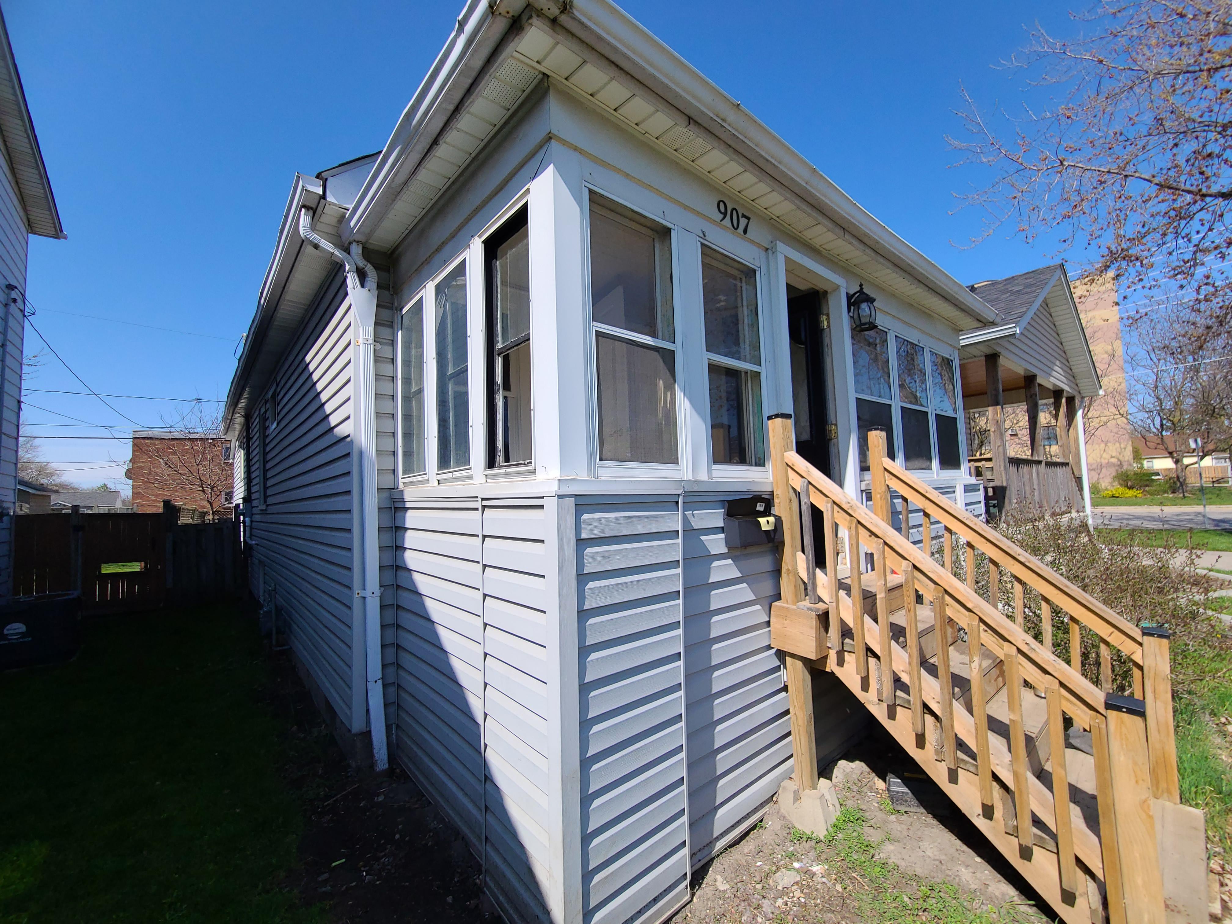 907 Bridge Ave, Windsor, Ontario    - Photo 4 - RP8818198460